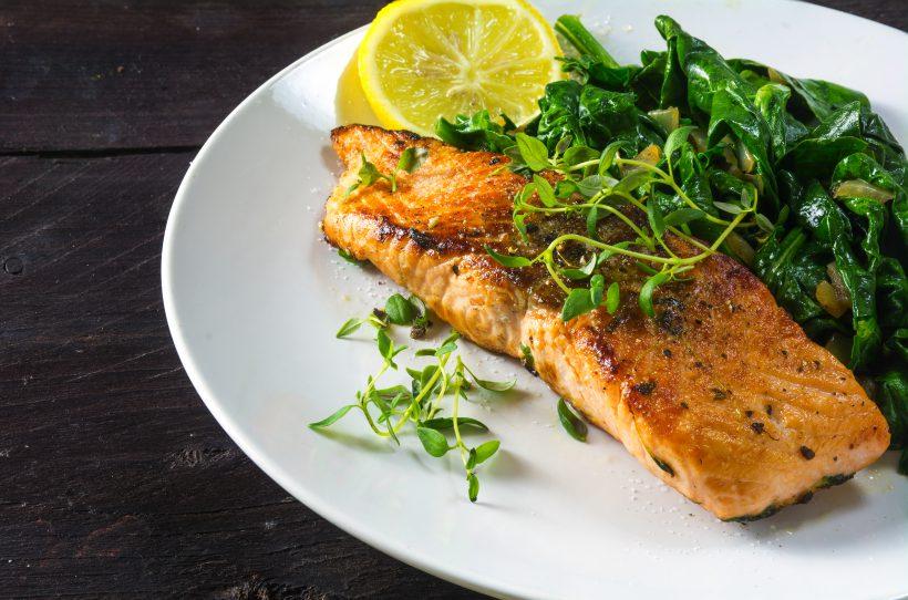 Trancio di salmone all'aglio e limone