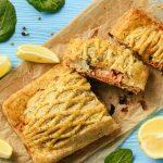 Torta salata salmone, zucchine ed erba cipollina